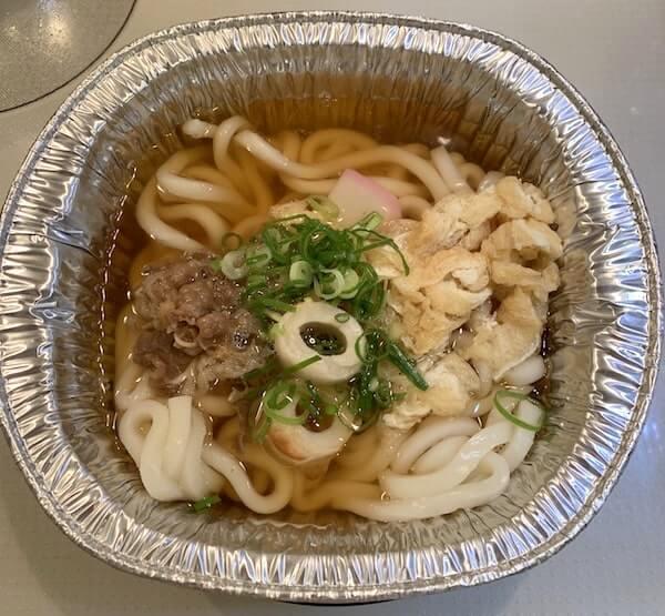 松山鍋焼うどん:麺と具を投入!